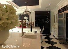 Seven Unbelievable Facts About Kris Kardashian Kitchen Cabinets Kris Jenner Kitchen, Kris Jenner House, Kris Jenner Bedroom, Kardashians House, Malibu Homes, Kitchen Designs Photos, Celebrity Houses, Awesome Bedrooms, House Goals