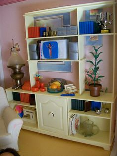 I had this Sindy Room Divider. It still is somewhere at my mother's house. Need to save it! Vintage Barbie, Vintage Dolls, Barbie Diorama, Sindy Doll, Barbie Furniture, Vintage Furniture, Divider, Child Doll, Barbie House