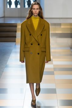 See the complete Jil Sander Fall 2017 Ready-to-Wear collection.