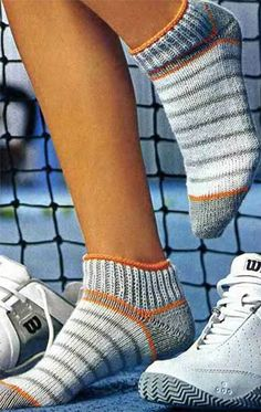 Knitting pattern of beautiful short women's socks with knitting needles Wool Socks, Knitting Socks, Hand Knitting, Women's Socks, Knitting Needles, Crochet Stitches Patterns, Knitting Patterns, Sewing Patterns, Moss Stitch