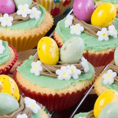 Easter Nest Cupcakes Cute, simple and fun Easter Nest Cupcakes, great for getting your little ones involved in the kitchen this Easter. Last week we had a St Patrick's Day/Easter bingo morning to r… Easter Cupcakes, Fun Cupcakes, Cupcake Cakes, Christmas Cupcakes, Perfect Cupcake Recipe, Cupcake Recipes, Cadbury Creme Egg Recipes, Popcorn Ice Cream, Easter Candy