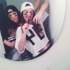 #amigas #blanco #negro #maquillaje #espejo
