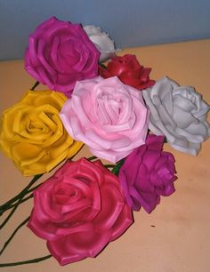 Rosas en goma eva.Mundifomy.blogspot.com
