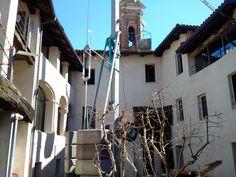 Il cortile di UVE a La Morra durante i lavori UVE courtyard in La Morra during renovation works