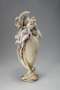 Amphora-Werke Riessner & Kessel, Turn-Teplitz. Figurative vase, circa 1905.