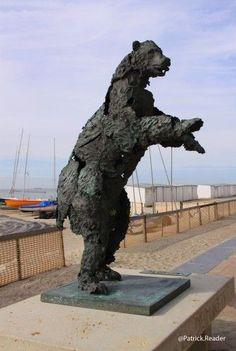 1961 Ours en bronze œuvre de Jan Desmarets sur la  digue de Duinbergen
