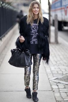 Jessica Hart in sequin pants Trend Fashion, Look Fashion, Autumn Fashion, Fashion Beauty, City Fashion, Fashion Bloggers, Fashion Clothes, Fashion Models, Fashion Outfits