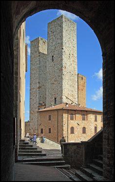 Torres del pueblo medieval de #SanGimignano, en la #Toscana  http://florencia.travel/ciudades-para-visitar/san-gimignano/ #Italia