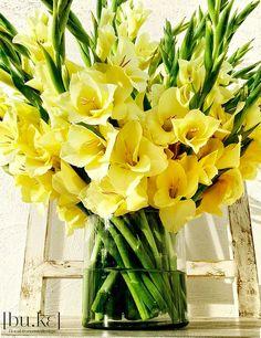 Beautiful Gladiolus Flower Arrangements For Home Decorations 35 - DecOMG Gladiolus Arrangements, Church Flower Arrangements, Church Flowers, Beautiful Flower Arrangements, Yellow Flowers, Floral Arrangements, Beautiful Flowers, Gladioli, Garden Archway