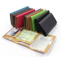 Porte papiers voiture personnalisé En cuir, pour protéger les papiers de voiture. A personnaliser avec un prénom. Large choix de couleurs.