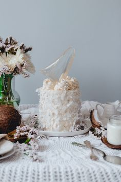 Soft and smooth, this coconut cake is the definition of graceful femininity. Julián Ángel