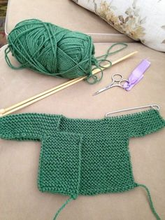"""Diy Crafts - """"Step By Step Baby Cardigan"""", """"This post was discovered by Eli"""", """"Knitting For Babies"""" Diy Crafts Knitting, Easy Knitting Patterns, Knitting For Kids, Free Knitting, Baby Knitting, Crochet Baby, Knit Crochet, Cardigan Bebe, Knitted Baby Cardigan"""