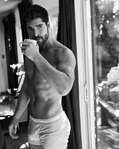 Handsome man and looks good =) Nick Bateman, Le Male, Hommes Sexy, Male Physique, Beard Styles, Muscle Men, Male Beauty, Man Crush, White Man