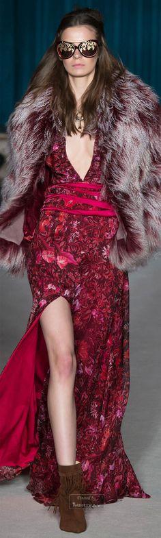 Matthew Williamson Fall 2015 Ready-to-Wear Collection Photos - Vogue London Fashion Weeks, Paris Fashion, Runway Fashion, High Fashion, Fashion Show, Womens Fashion, Fashion Fashion, Matthew Williamson, Winter Mode