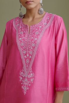 Embroidery On Kurtis, Kurti Embroidery Design, Embroidery Neck Designs, Churidar Designs, Kurti Neck Designs, Blouse Designs, Pakistani Dress Design, Pakistani Dresses, Simple Kurti Designs