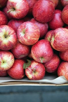 Cannelle et Vanille: A Bob's Red Mill giveaway and a few recipes to go along with it Fruit And Veg, Fruits And Vegetables, Apple Photo, Fall Candy, Red Apple, Apple Fruit, Bobs Red Mill, Apple Harvest, Beautiful Fruits