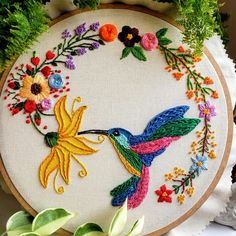 Hand Embroidery Patterns Flowers, Hand Embroidery Projects, Embroidery Stitches Tutorial, Embroidery Flowers Pattern, Embroidery Motifs, Simple Embroidery, Embroidery Hoop Art, Hand Embroidery Designs, Embroidery Techniques