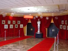 Photo op Idea: Hollywood frames complete with the classic red curtain as the backdrop Dance Themes, Prom Themes, Red Carpet Party, Red Carpet Event, Oscars, Deco Cinema, Stumps Party, Daddy Daughter Dance, Prom Decor
