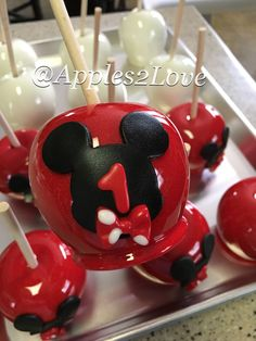 Mickey Mouse inspired candy apples! #mickeymouse #mickey #disney #holidaymickey Minnie Mouse Cake, Mickey Mouse Birthday, Red Hots Candy, Gourmet Caramel Apples, Apple Decorations, Party Treats, Disney Food, Halloween, Apple Ideas