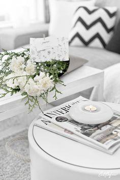 MY SWEET VALENTIN - new post at Littlefew.com // Valentin´s day, white flowers, decor with flowers, living-room, boho decor, candle holder, small space, gifts, nordic home, detalles para San Valentín, regalos personalizados, salón de estilo nórdico, decorar salón pequeño, decorar mesa de centro, centro de flores, arreglo floral, detalles románticos, nordic inspiration, nordic living-room, nordic style, Spring details, wedding, minimal decor.