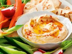 Quick, easy and delicious hummus recipe. Delicious Hummus Recipe, Tahini Recipe, Savoury Finger Food, Finger Foods, Cooking On A Budget, Easy Cooking, Homemade Hummus, Mediterranean Dishes, Recipe For 4