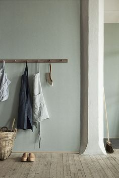 Natural Wonders: Linen Wallpaper from Boråstapeter (Remodelista: Sourcebook for the Considered Home) Estilo Interior, Interior Styling, Interior Design, Estilo Shaker, Sage Green Walls, Grey Walls, Light Green Walls, Linen Wallpaper, Interior Minimalista