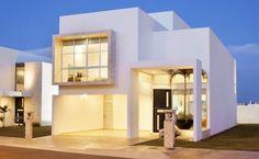 Imagen fachadas-de-las-casas-más-bonitas-y-modernas-casa-blanca-puerta-negra del artículo Más de 200 fotos de fachadas de casas modernas y bonitas del mundo #casasmodernasfachadasde