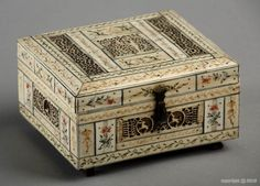 A Russian Kholmogory marine ivory casket - 1800