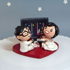 AAAH! @Christina Simmons !!! This is one seriously cute and nerdy cake topper!