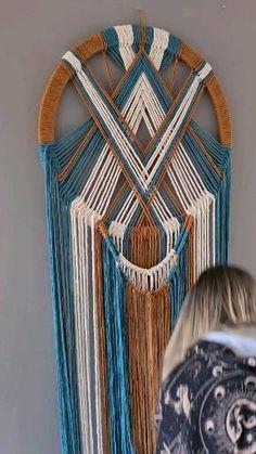 Macrame Wall Hanging Patterns, Macrame Plant Hangers, Macrame Art, Macrame Design, Macrame Projects, Macrame Patterns, Macrame Wall Hangings, How To Macrame, Weaving Wall Hanging