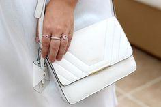 vestido branco plus size acessorios detalhes