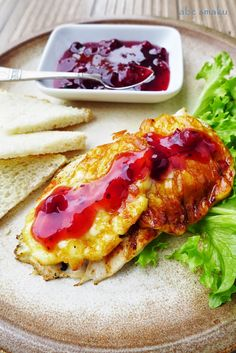 Grillowany kurczak z oscypkiem i żurawiną  http://abcsmaku.blogspot.com/2014/07/grillowany-kurczak-z-oscypkiem-i.html