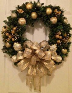 Items similar to Gold Christmas wreath on Etsy - Weihnachten Christmas Wreaths To Make, Gold Christmas, Holiday Wreaths, Beautiful Christmas, Christmas Holidays, Christmas Ornaments, Christmas Island, How To Decorate A Wreath, Canada Christmas