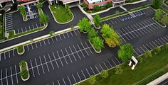 I need to get a parking lot paved for my office building. We have limited parking right now. I want to see if this would be possible with the property of my building. I would love a spacious parking lot like this one. Parking Plan, Parking Building, Car Parking, Car Park Design, Parking Design, Sustainable Architecture, Landscape Architecture, Luxury House Plans, Urban Planning