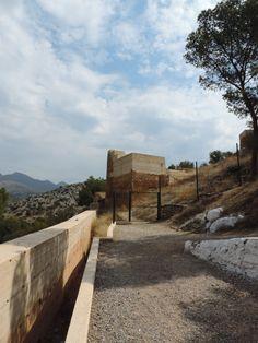 La torre d'accés al poblat del Castell Vell Sidewalk, Castle, Castles, Side Walkway, Walkway, Walkways, Pavement