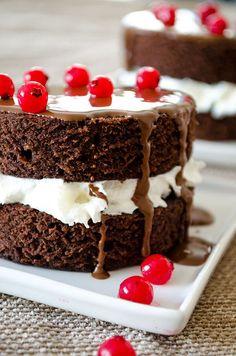 The Easiest Mini Chocolate Cakes   giverecipe.com   #cake, #chocolate #celebrationcake, #cranberries #minicake,