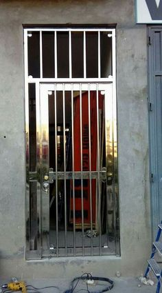 back security door Steel Grill Design, Steel Gate Design, Fence Gate Design, Stair Railing Design, Window Grill Design Modern, Stainless Steel Gate, Vertical Doors, Steel Fabrication, Main Door Design