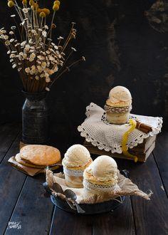 """Aunque ya estamos en plena Semana Santa, y tocaría dulces típicos como las torrijas, monas y demás, yo os traigo una receta diferente, un helado, eso sí, un helado especial, """"helado de bizcochá"""" Y desde aquí, quiero dar las gracias a Sergio SIerra de haztuhelado.com, que ha sido quien me ha formulado el helado, para que sea un helado equilibrado y rico. Mantecaditos, Sierra, Custard, Cooking Recipes, Food Cakes, Ice Cream Treats, Powdered Milk, Thanks"""