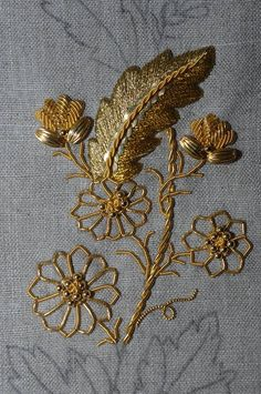 Zardosi Embroidery, Tambour Embroidery, Hand Work Embroidery, Embroidery Fabric, Hand Embroidery Designs, Floral Embroidery, Embroidery Stitches, Embroidery Patterns, Lace Beadwork