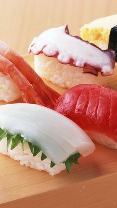 nigiri sushi - squid, tuna, shrimp,octopus and omelet Sushi Recipes, Asian Recipes, Sushi Guide, Japanese Food Sushi, Sashimi Sushi, Sushi Love, I Love Food, My Favorite Food, Food Photography