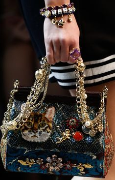 Dolce and Gabbana 2017 Gucci Handbags, Luxury Handbags, Fashion Handbags, Fashion Bags, Leather Handbags, Stylish Handbags, Dolce And Gabbana 2017, Dolce And Gabbana Purses, Victoria Shoes
