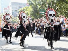 Lasting for four hours, the parade included costumes inspired by Spectre's opening scene, where many of the props for the faux-parade were created by Mexican artists.