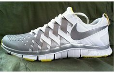 Nike Free Trainer 5 Oregon Ducks is an ultra rare trainer that is not a Player Issue or even an Exclusive model. Nike Free Pink, Nike Free 3.0, Nike Free Shoes, Nike Outlet, Nike Free Trainer, Oregon Ducks, Baskets, Athletic Wear, Swagg
