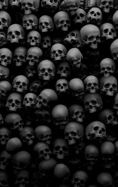 Black and White Skulls Wallpaper