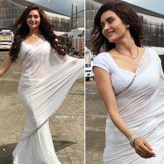 Karishma Tanna During her shoot Beautiful Girl Indian, Beautiful Saree, Beautiful Indian Actress, Bollywood Saree, Bollywood Fashion, Saree Jacket Designs, White Costumes, White Saree, Plain Saree