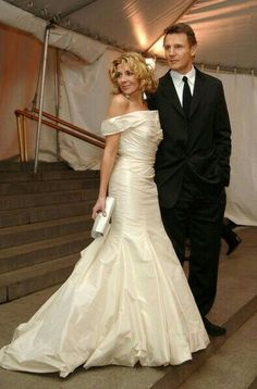 Natasha Richardson & Liam Neeson ~ Happily Married With Children. Sadly, Their Hollywood Love Story Ended When Richardson Passed Away, Suddenly, From A Blood Clot Due To A Fall While Skiing On A Family Vacation. Celebrity Wedding Photos, Celebrity Wedding Dresses, Celebrity Couples, Celebrity Weddings, Wedding Gowns, Liam Neeson, Beautiful Couple, Beautiful Bride, Natasha Richardson