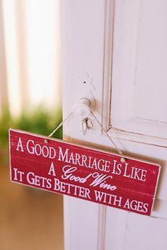 Πινακίδα γάμου σε κόκκινο χρώμα