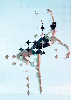 Génial hachis. Si on persiste à lire l'image on décompose une danse irréelle. La danseuse semble se déplacer parmis des sphères qu'elle évite comme elle peut.