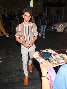 Cameron Boyce Photos - Cameron Boyce is seen in Los Angeles, California. - Cameron Boyce Outside Tao restaurant in Hollywood Stylish Mens Outfits, Casual Outfits, Men Casual, Cochella Outfits, Boujee Outfits, Winter Outfits, Fashion Mode, Mens Fashion, Fashion Outfits