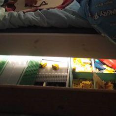 Valoa sängyn alle led-valolistalla